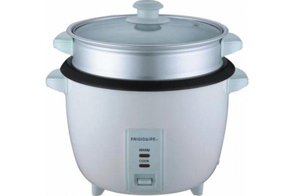 FD8028-220 Frigidaire Stainless Steel 2.8 Liter Rice Cooker 220-240 Volt